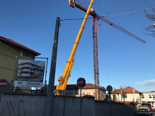 Leonardo House: la gru in cantiere